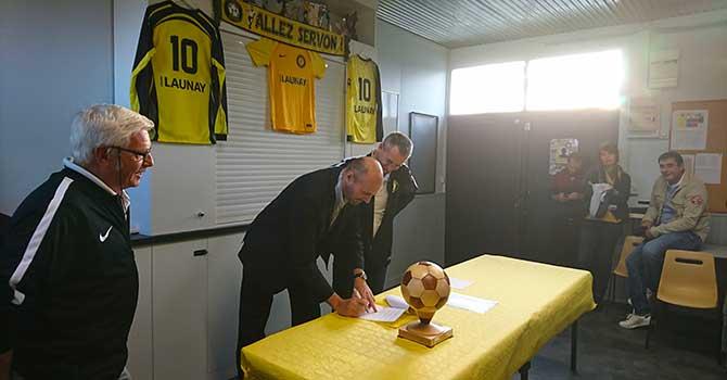 signature de la convention Groupe Launay et CS Servon