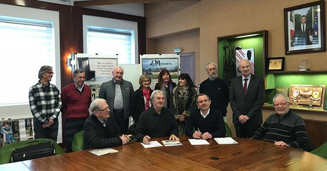 signature convention Groupe Launay et le Cadeau de la Marionnais à Chartres de Bretagne